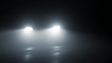 masina ceata noapte shutterstock_48104623
