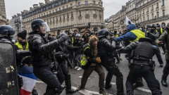 'Yellow Vests' Return Despite Macron's Concessions