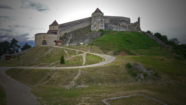 castelul rasnov shutterstock_1103036903