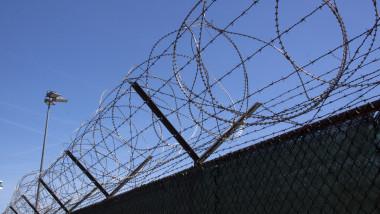 gard sarma ghimpata inchisoare puscarie penitenciar_shutterstock_416365285
