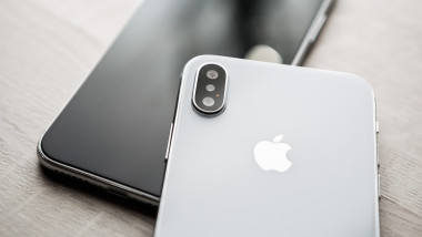 iphone xs shutterstock_743105770