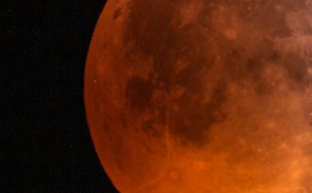 Imagini rare. Un meteorit a lovit luna in timpul eclipsei