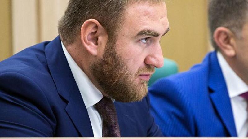 senatorul rus rauf arasukov