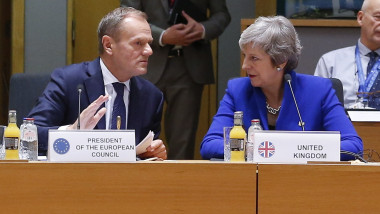donald tusk si theresa may