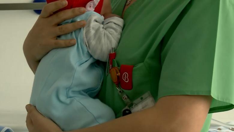 asistenta-bebelus-abandonat
