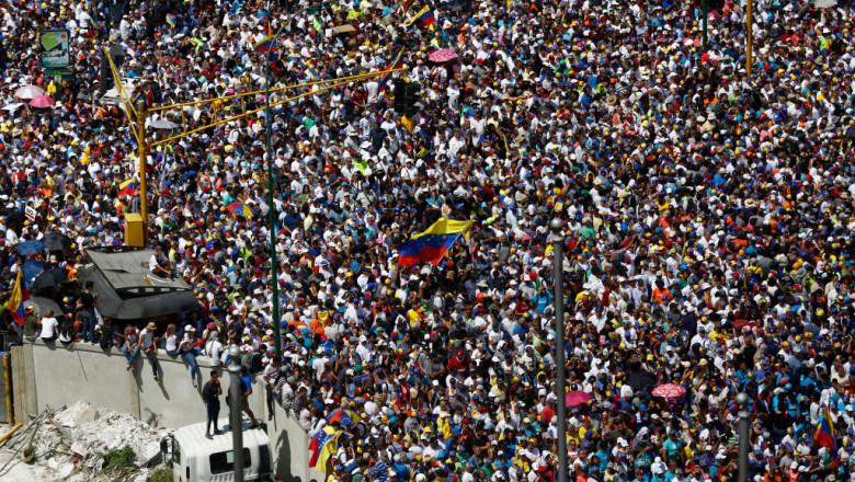 Proteste masive în Caracas, Venezuela, împotriva regimului Maduro