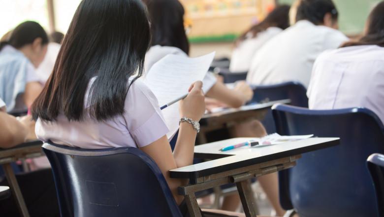elevi examen shutterstock_1041636781
