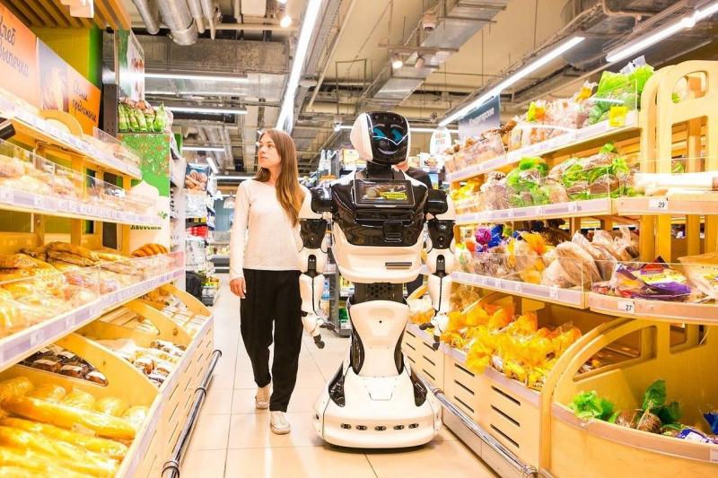 robot asistent cumparaturi