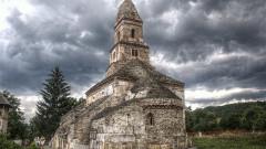 XIII_century_church_from_Densuş