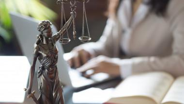 justitie procuror avocat_shutterstock_601766393