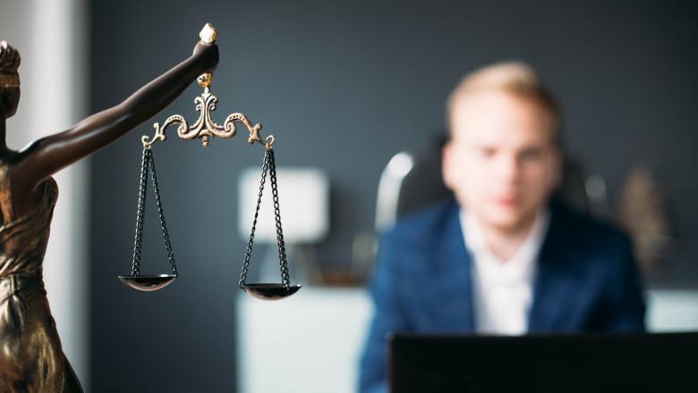 justitie-avocat-judecator-procuror-shutterstock_1107111632