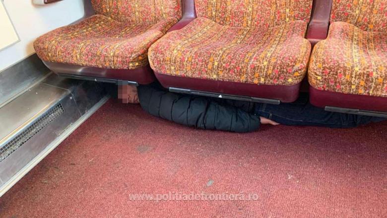 ascuns in tren