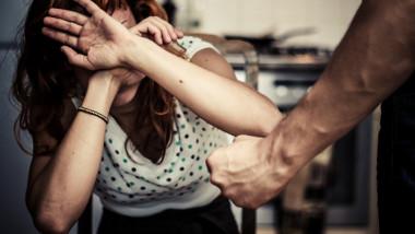 femeie abuzata