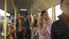oameni in autobuz shutterstock_301044866