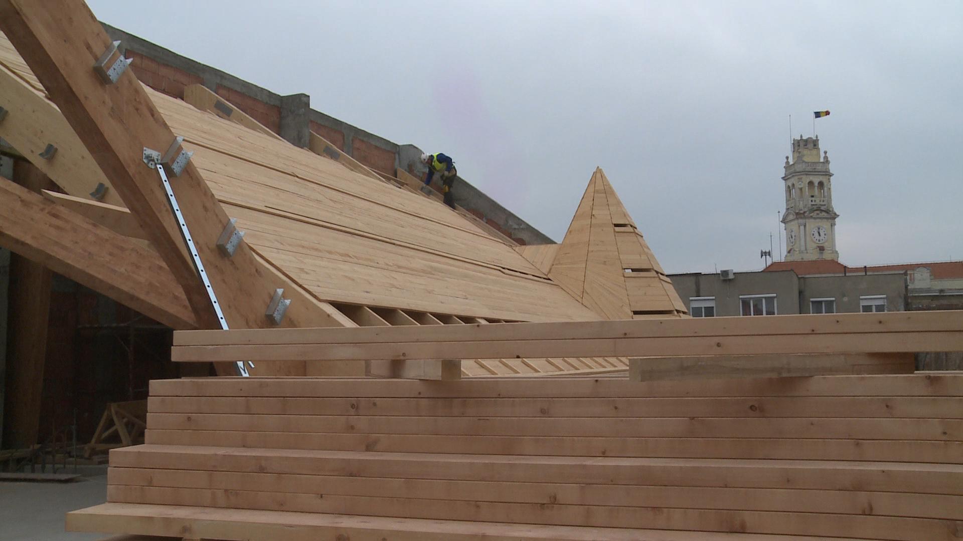 Lucrari avansate la acoperisul Palatului Episcopal Greco-Catolic din Oradea, o investitie de 8 milioane de lei