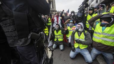 'Yellow Vests' Return Despite Macron's Concessions