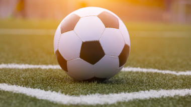 minge de fotbal shutterstock_442192612