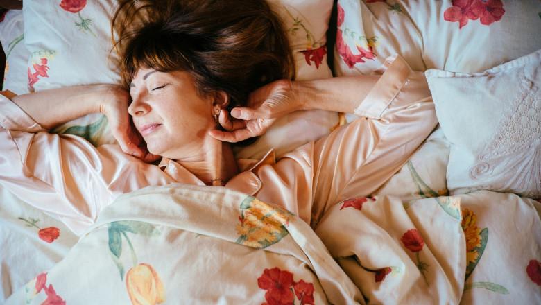 somn femeie schimbare ora dimineata