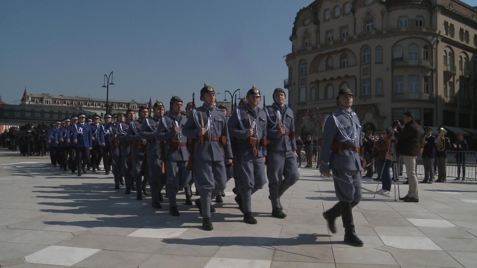 Lupte simulate si defilari in uniforme de acum 100 de ani, cu ocazia centenarului Jandarmeriei Bihor