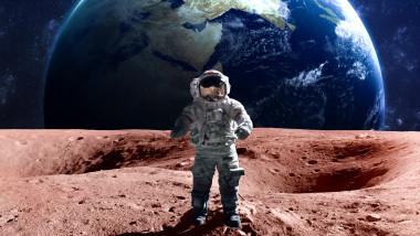 cosmonaut nasa american luna terra shutterstock_362446718