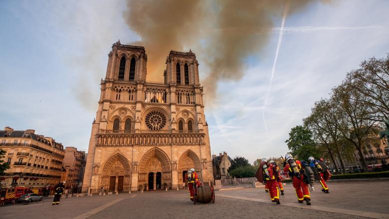 incendiu-notre-dame-pompiers-de-paris-fb (4)