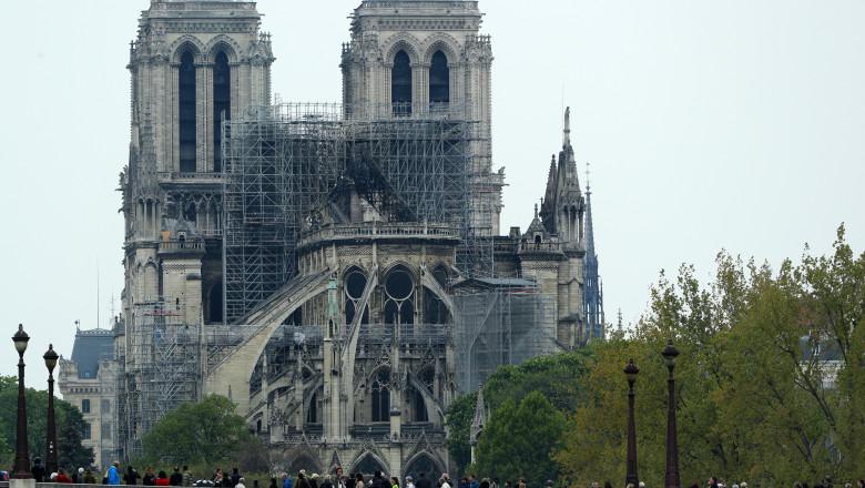 Autoritățile pariziene recomandă suspendarea reparaţiilor la