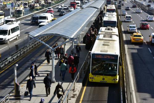 Sticle din plastic şi doze de racoritoare in schimbul biletelor pentru transportul public. Oferta primariei unui oras