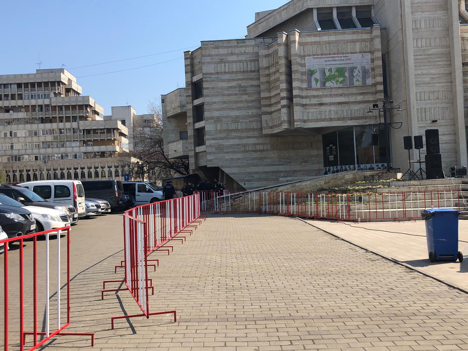 Garduri de protectie si jandarmi pentru Liviu Dragnea la Iasi, dupa incidentele de la Suceava si Botosani