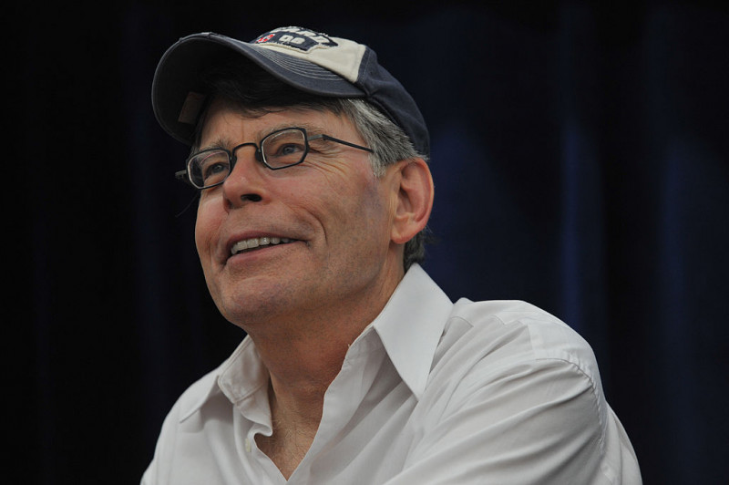 "Stephen King Promotes ""Under The Dome"" At Wal-Mart"