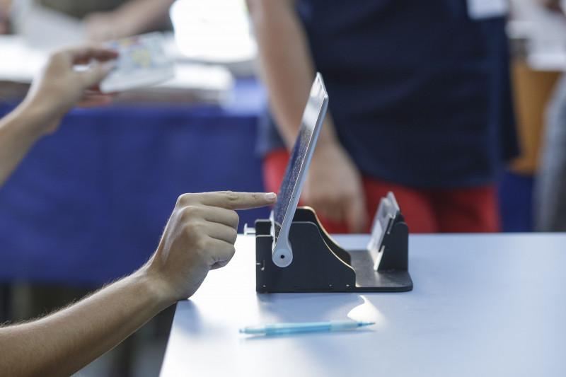 operator tableta sectie vot alegeri - inquam ganea