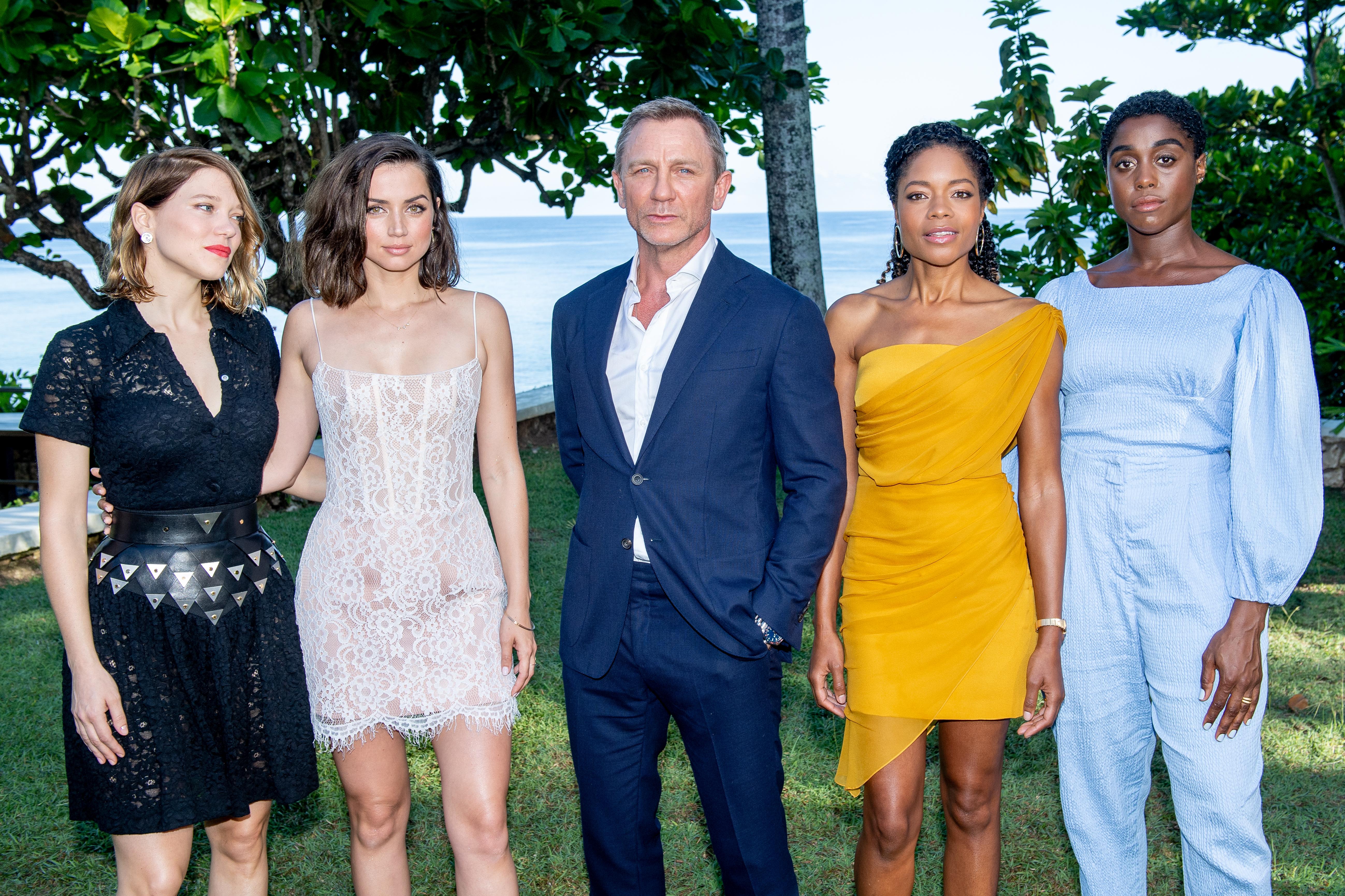 """Măsură după MeToo. Daniel Craig şi Ana De Armas vor avea un """"coordonator de intimitate"""", la filmarea James Bond"""
