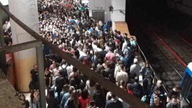 aglomeratie-metrou-piata-victoriei