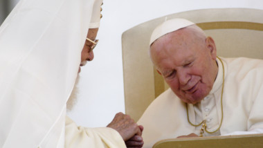 Papa Ioan Paul al II-lea a fost primul Suveran Pontif care în 1999 vizita o țară majoritar ortodoxă: România