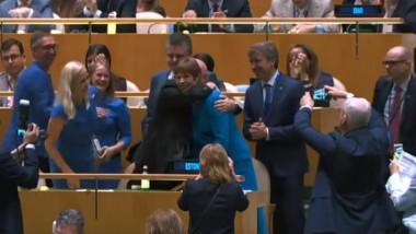 bucurie estonia presedinta imbratisata