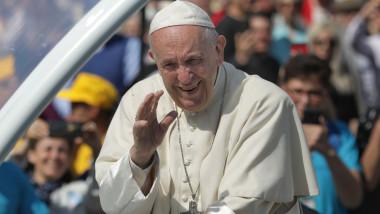 papa francisc saluta papamobil zambeste - ganea 20190602110129_OGN_6103-01
