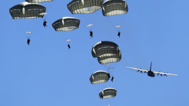 JGSDF, USARAK, RAAF, USAF, conduct joint jump training for Pacific Airlift Rally 2015