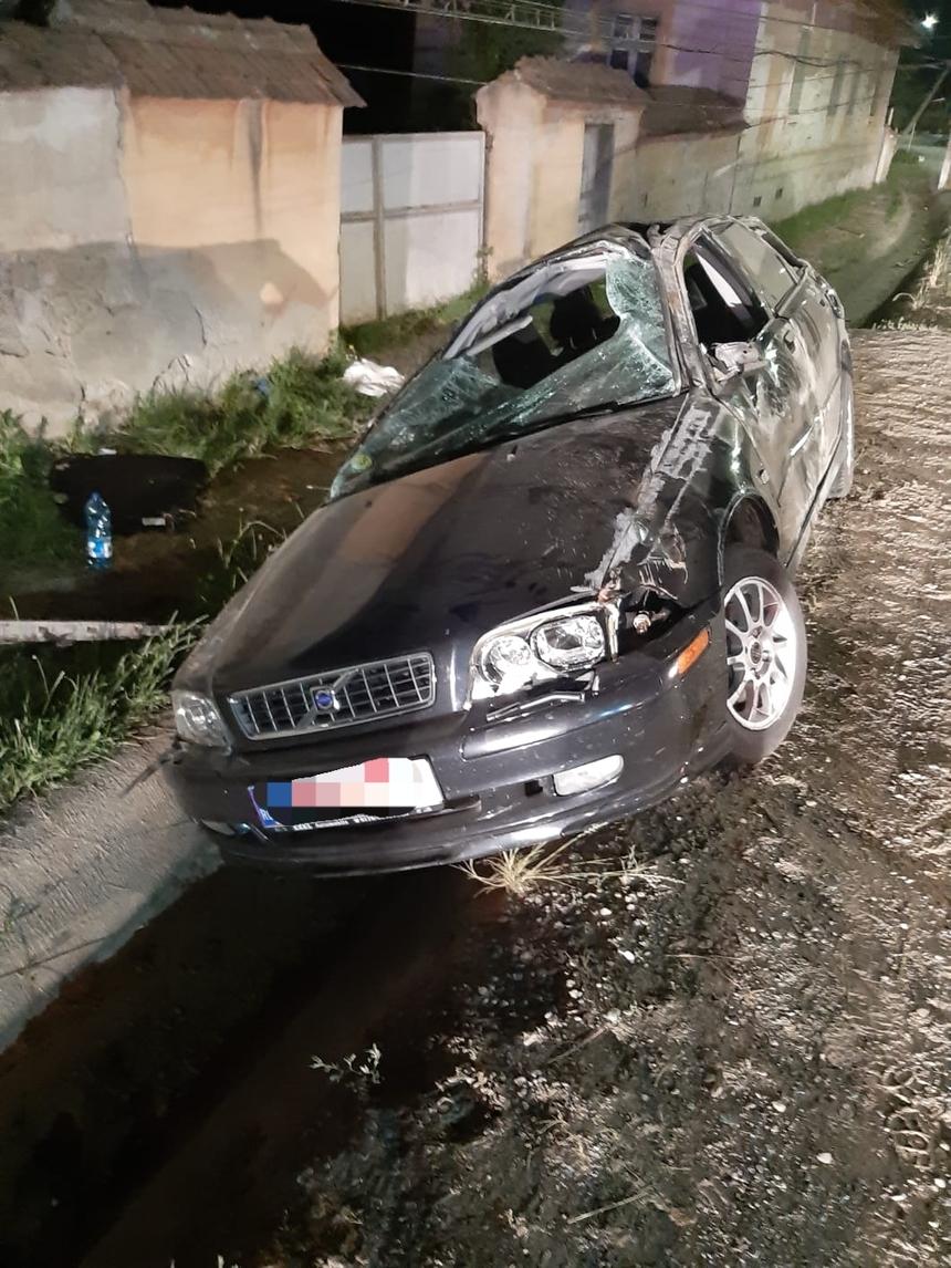 O tanara de 18 ani din Sibiu a murit, dupa ce maşina in care se afla a intrat intr-un stalp