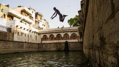 caldura india Heat Wave Hits Northern Indian Capital