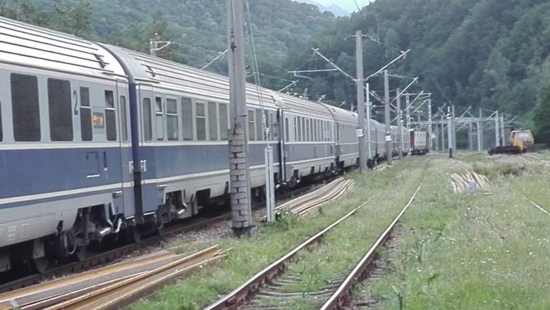 tren blocat delifiul jiului 2