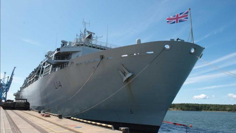 nava militara britanica twitter