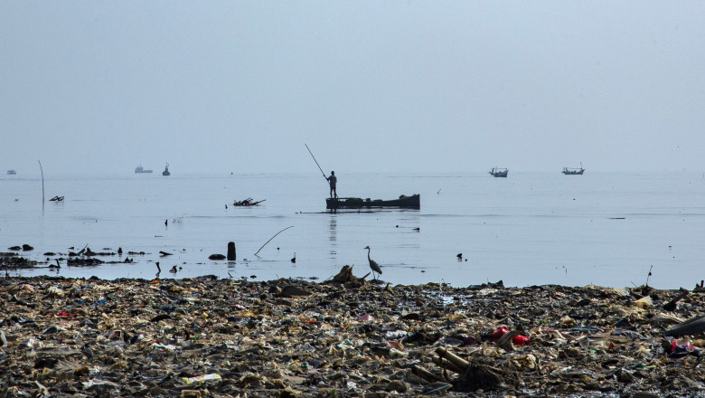 Indonesia Battles With Plastic Pollution