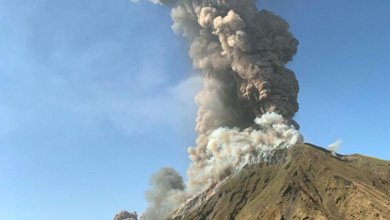 eruptie-vulan-stromboli-italia-twitter