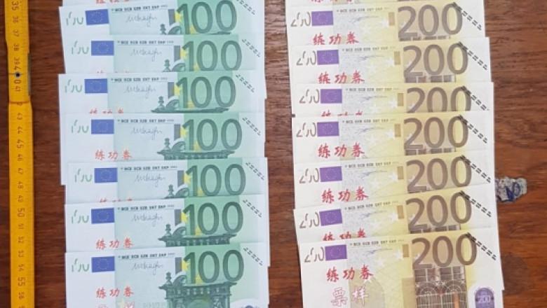 bani falși