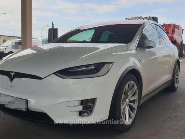 Doi români au ajuns în Vamă la Giurgiu cu mașini Tesla de 170.000, dar au rămas fără ele