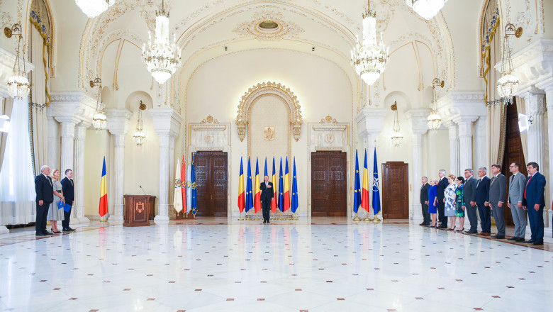 juramant-moga-manescu-fifor-iohannis-guvernul-dancila-presidency
