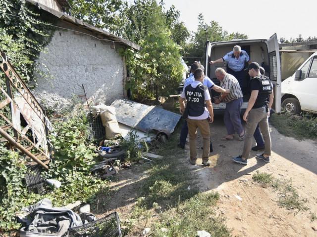 Anchetatorii vor săpa 20 de gropi în curtea lui Gheorghe Dincă. Detaliul ciudat descoperit la pereții casei