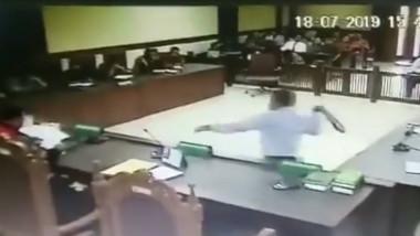 avocat curea judecator