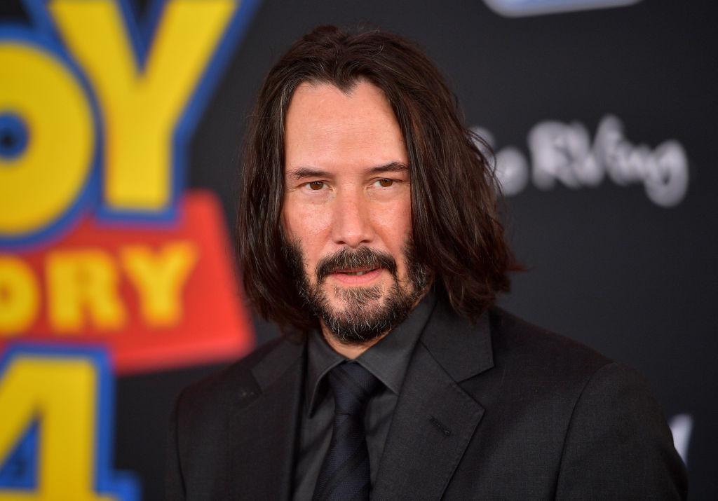 Keanu Reeves le-a facut unor fani cea mai mare surpriza din viata lor. Cum a ajuns in curtea lor