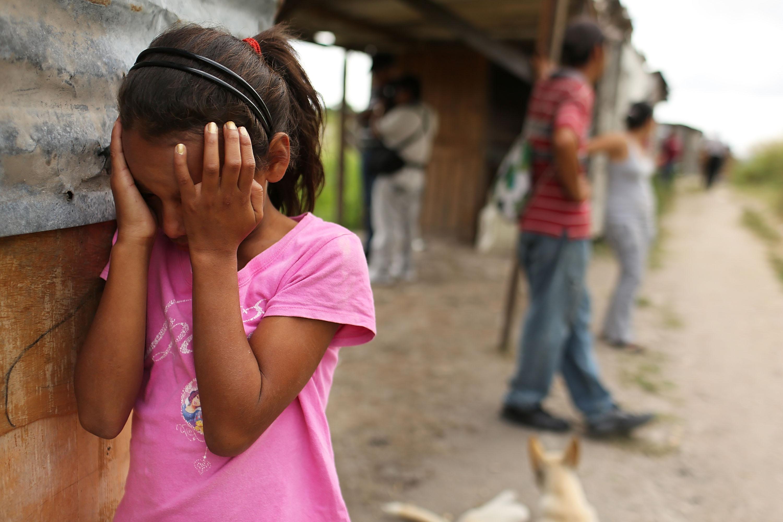 Fata de 12 ani, violata de asistentul maternal. Sotia acestuia a incercat sa se sinucida