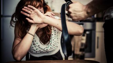 femeie-agresiune-violenta-domestica